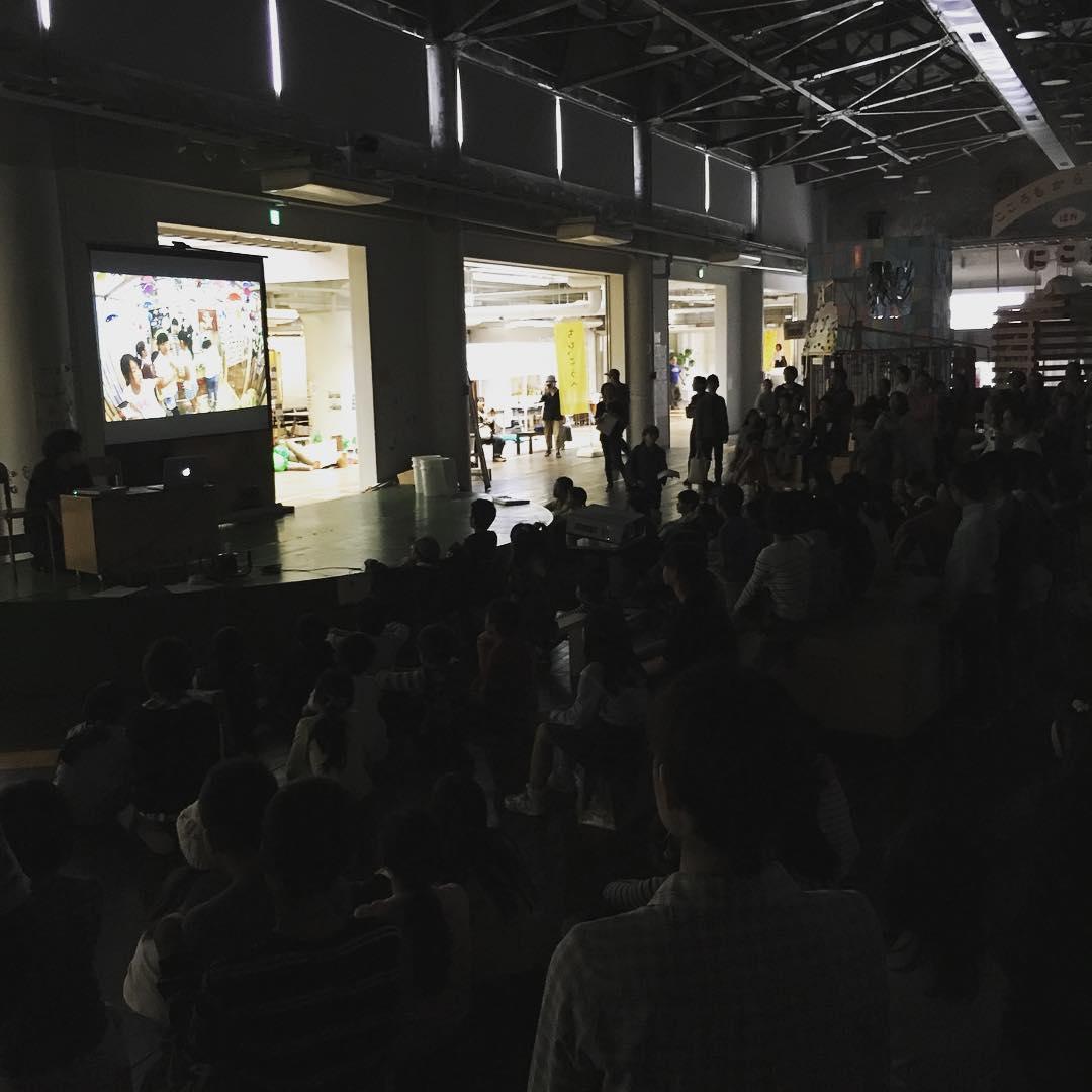 ちびっこうべ最終日。子どもたちと一緒にまちの最後まで体験、解体ワークショップのスタート!#ちびっこうべ #ちびっこうべ2016 #KIITO #こどものまち #ワークショップ #神戸 #kid