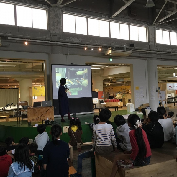 解体の前に、まずはクリエイティブリユースについて学びます!#ちびっこうべ #ちびっこうべ2016 #KIITO #こどものまち #ワークショップ #神戸 #kid